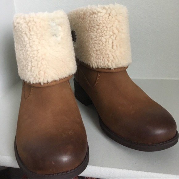 66215380ad1 Ugg Aldon fold over cuff leather Ankle Boots NWT
